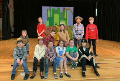 students in the Wizard of Oz play